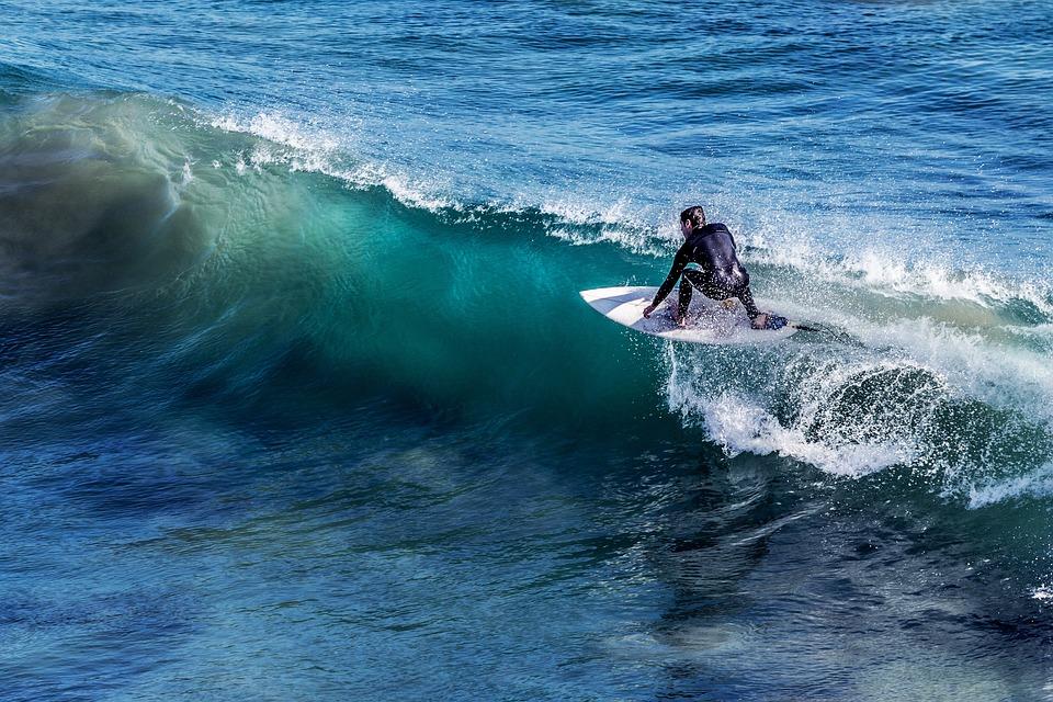 surfer på bølgekam
