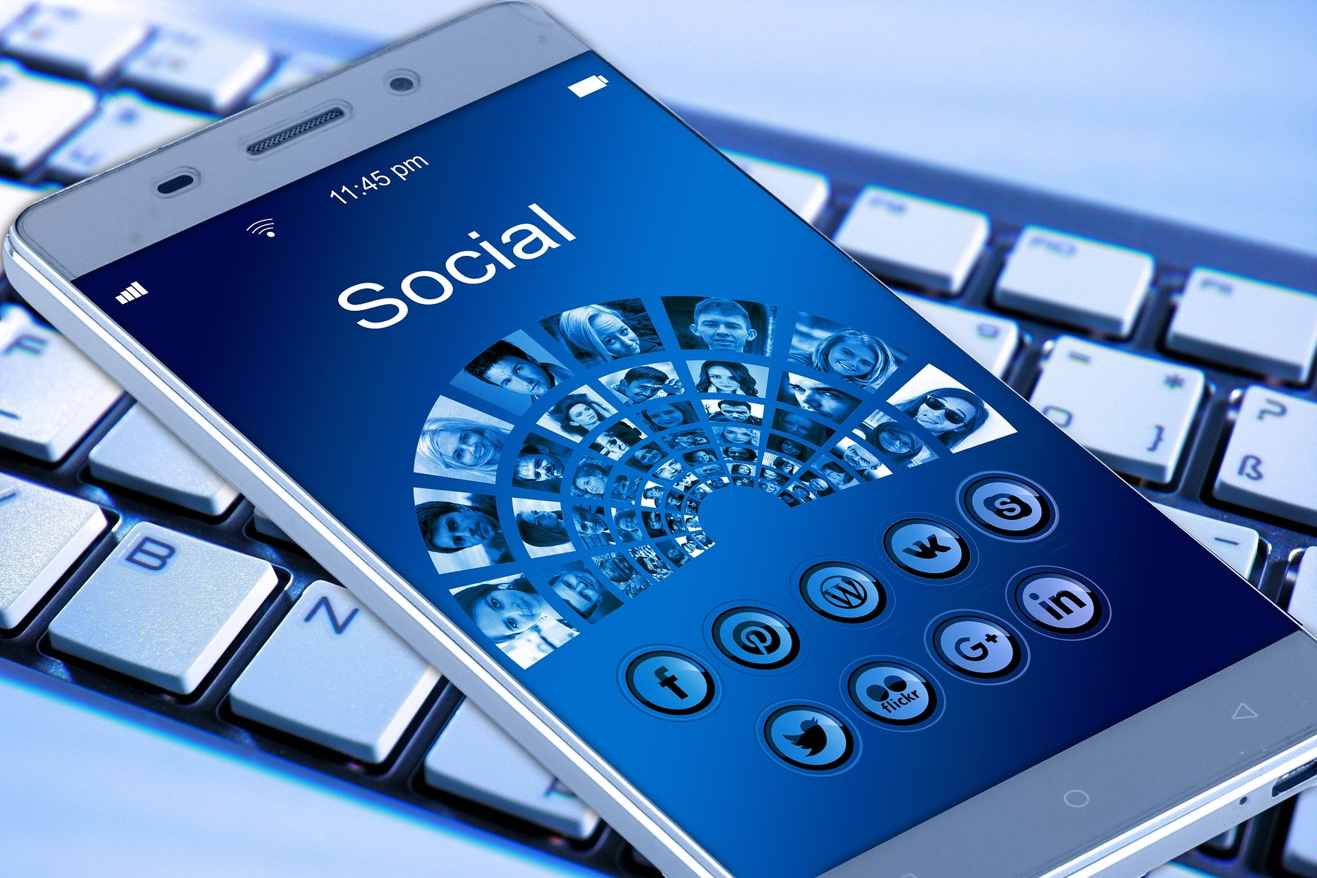 telefon med sociale medier