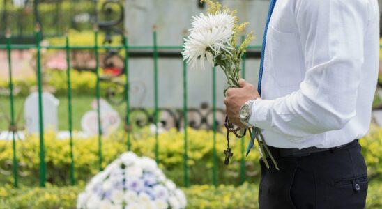 Mand med blomster